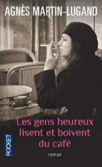 gens heureux lisent boivent cafe